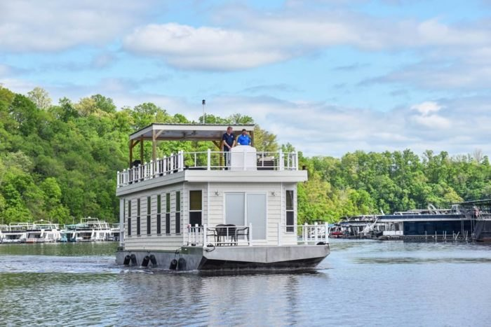 Harbor Cottage Rents The Most Epic Houseboats In Kentucky