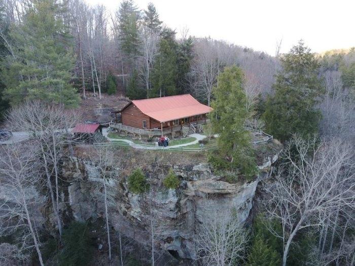 Clifftop Haven In Kentucky Offers Unbeatable Views