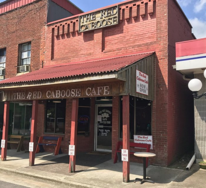 The Red Caboose Cafe Is A Small Town Restaurant In Alabama