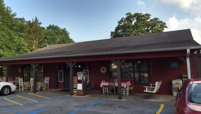 Southern Farm Table: Rural Restaurant In Alabama With Best Southern