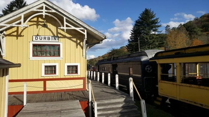 The Castaway Caboose Is A Hotel Suite On Wheels In West Virginia