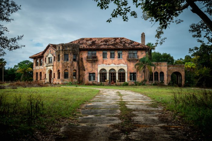 12 Staggering Photos Of The Howey Mansion In Florida