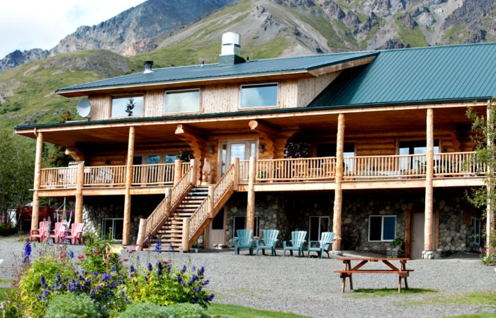 This Rustic Lodge Hiding In Alaska Is Downright Majestic