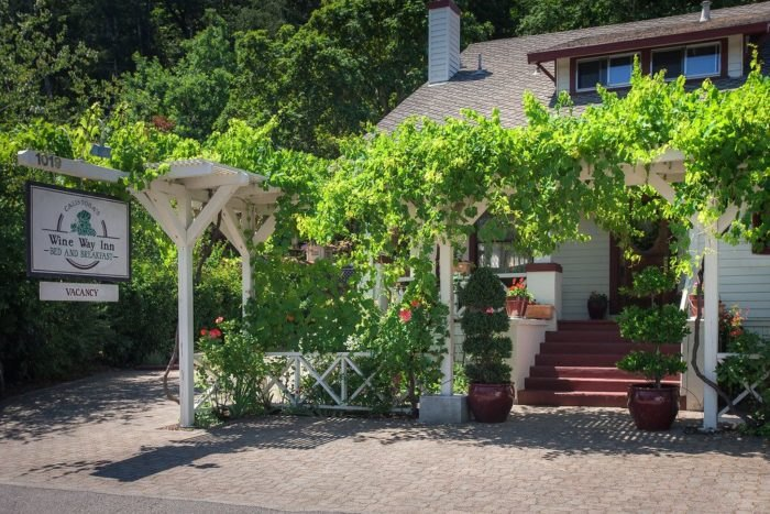 Calistoga Wine Way Inn Is A Gorgeous Napa Valley Bed & Breakfast