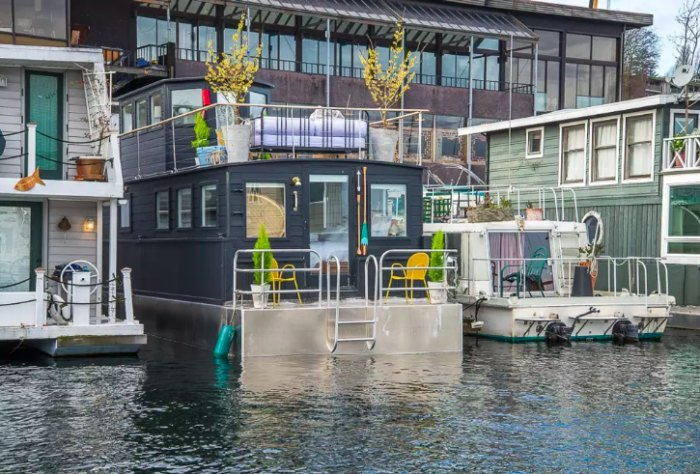 The Most Stunning Harbor Houseboat For Rent In Seattle