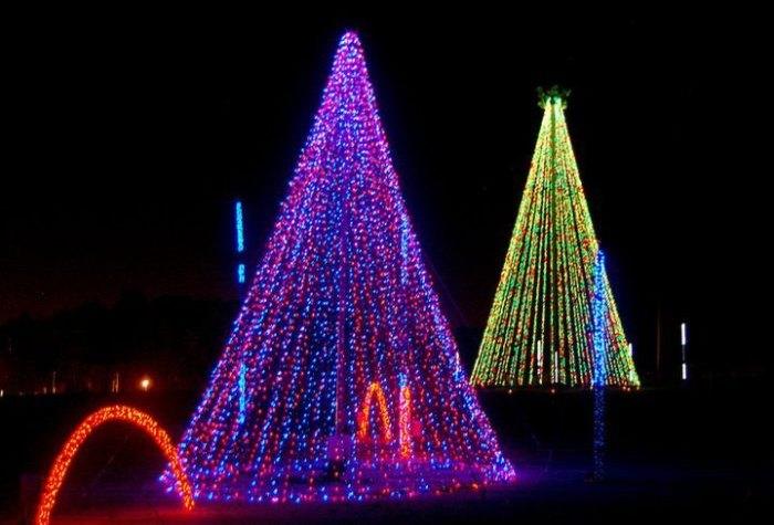 Shadrack's Christmas Wonderland Is The Largest Drive-Thru Light Show Near Pittsburgh