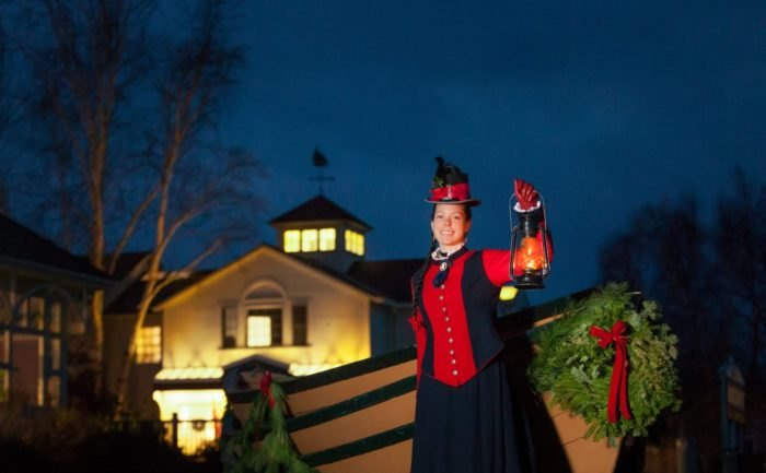 Performance That Is Inf With Holiday Spirit During This Guided Tour Of The Charming Mystic Seaport Village Lantern Light Tours An Annual Event