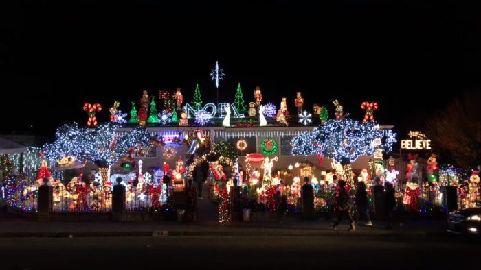 California Christmas.This Christmas House In Northern California Has Over 140 000