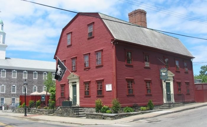 The Revolution-Era Pub That's Positively Overflowing With History