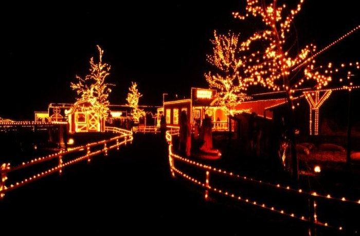 Overlys Country Christmas.Overly S Country Christmas Is Best Christmas Display In
