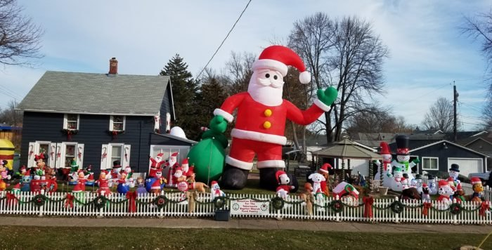 Henry S Christmas Yard In Northwest Illinois Attracts Thousands Of Visitors Each Year It Has Been Going On For About A Decade And Gets Ger Better