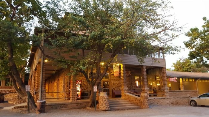 The Old Plantation Restaurant Will Take You Back To Simpler