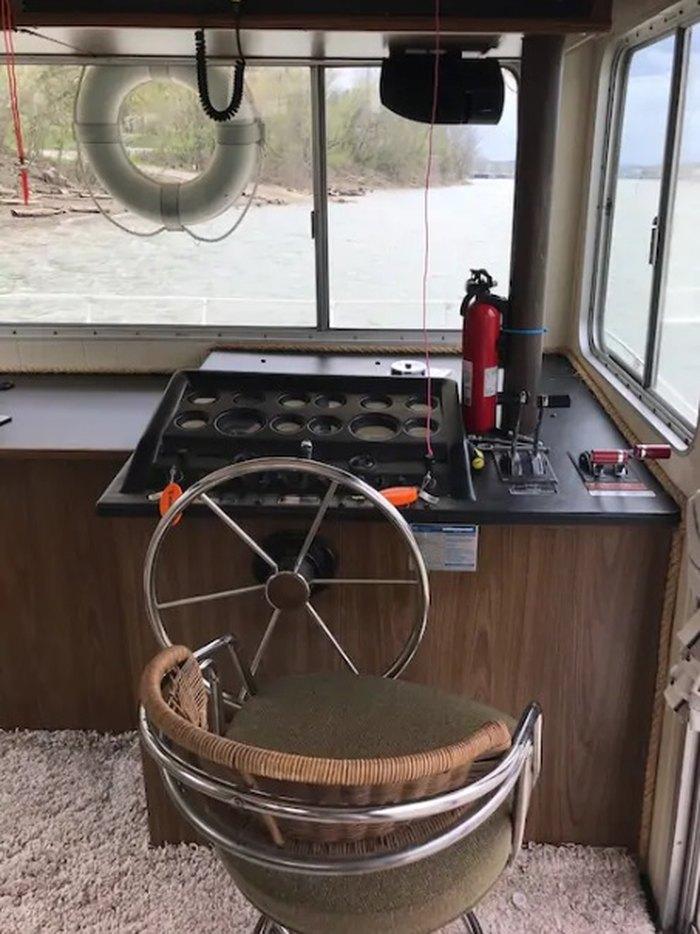 Elizabeth Houseboat Is Best Houseboats For An Overnight Near