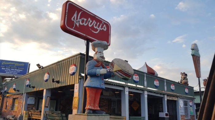 Harry S And Piggys In Hendersonville Is A Destination