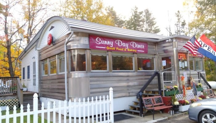 Sunny Day Diner The Old Fashioned New Hampshire S Mountain