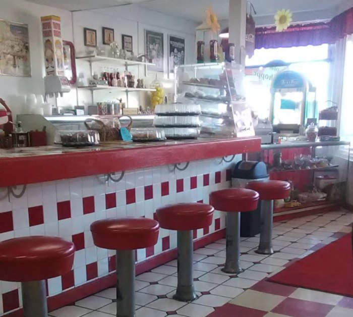 Magnificent Ye Olde Malt Shoppe Is The Best 60S Themed Restaurant In Alphanode Cool Chair Designs And Ideas Alphanodeonline