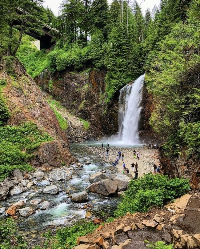 The Hike To Franklin Falls In Washington Is Short And Sweet
