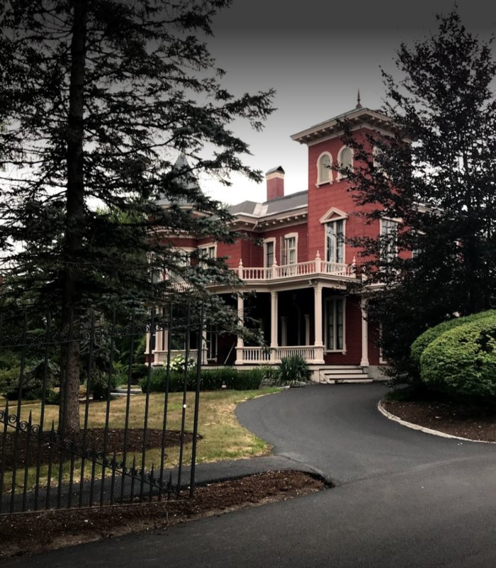 You'll Soon Be Able To Go Inside Stephen King's Maine House