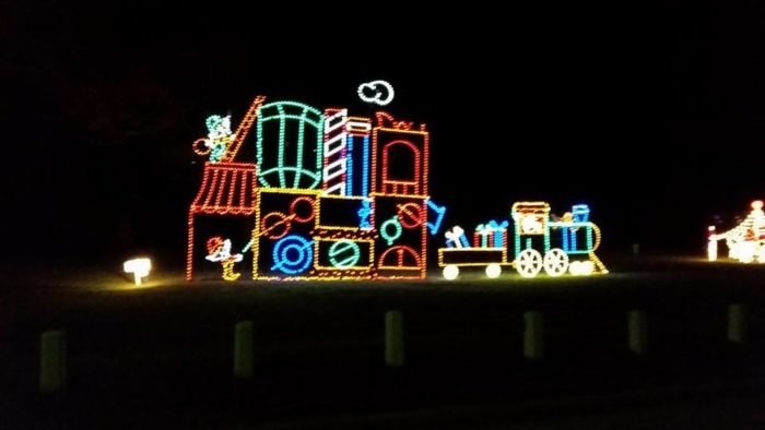 The 8 Best Drive-Thru Christmas Lights Displays In Ohio For 2019
