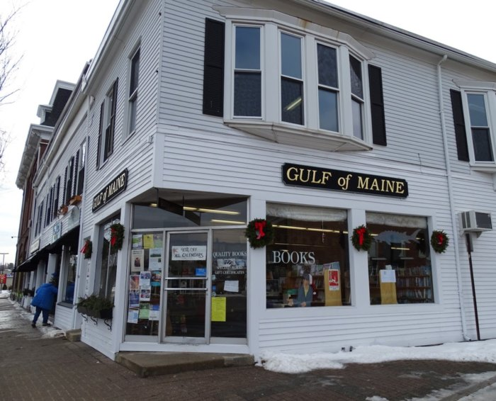 You Can Have Books Delivered Right To Your Door From This Small Town Maine Bookstore