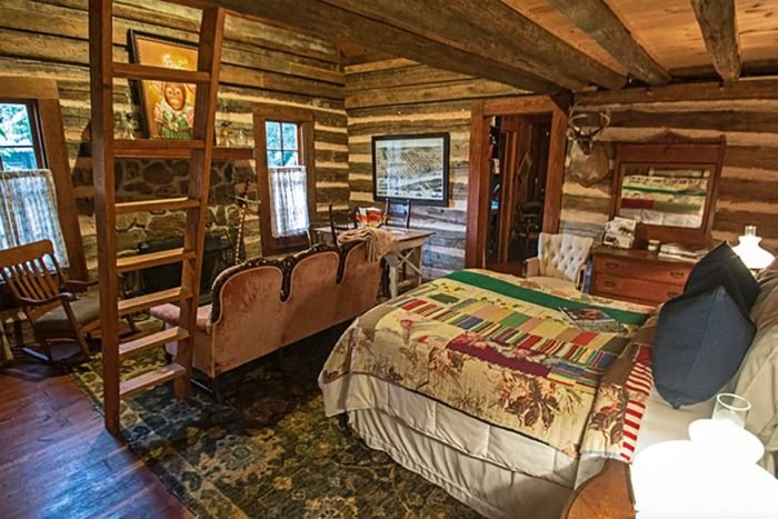 Historic Log Cabin Airbnb Bedroom Arkansas