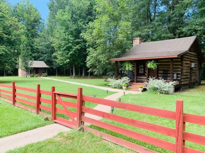 Historic Log Cabin Airbnb Arkansas