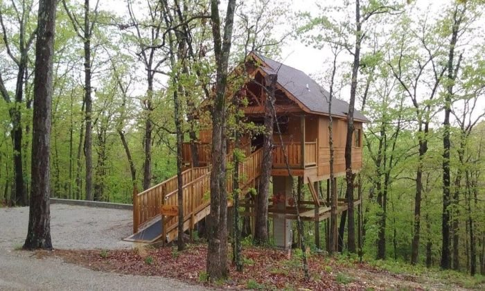 Hansel & Gretel Enchanted Treehouse Arkansas