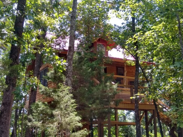 Lil' Red Enchanted Treehouse Arkansas