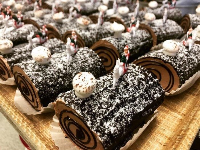 Yule Log Bennison's Bakery Illinois