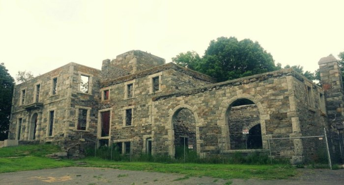 Visit These Fascinating Mansion Ruins In Maine For An Adventure Into The Past