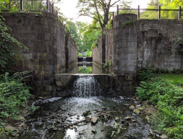 waterfall in Side Cut Metro Park in Ohio