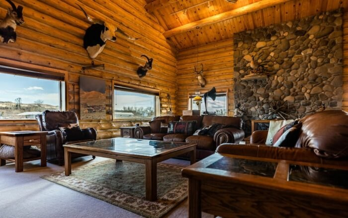 the living area in Almosta Ranch Lodge in Wyoming