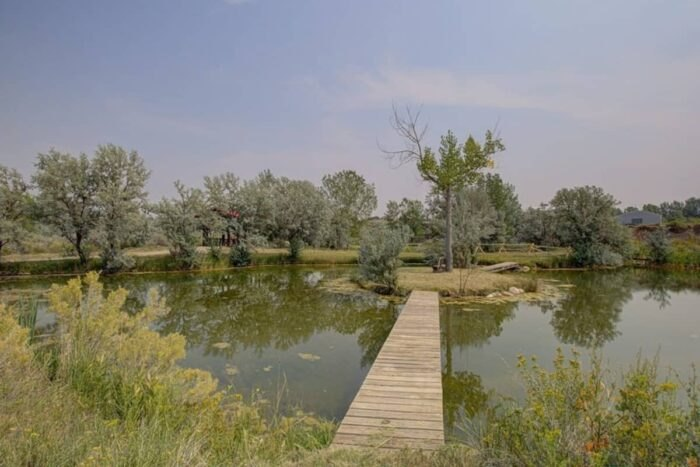 the private island of Almosta Ranch Lodge in Wyoming