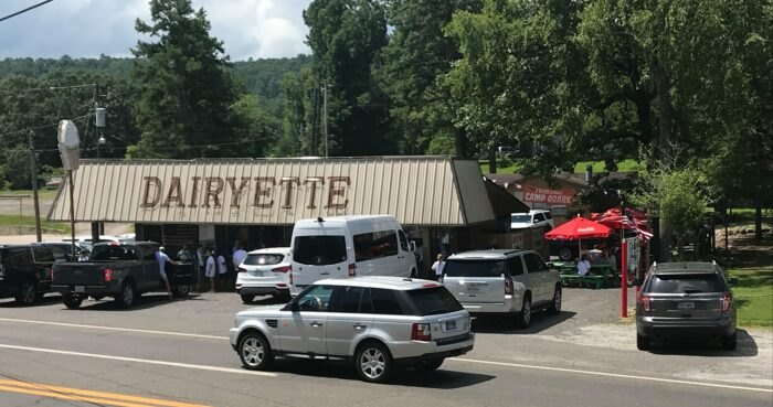 The Burgers And Shakes From This Middle-Of-Nowhere Arkansas Drive-In Are Worth The Trip