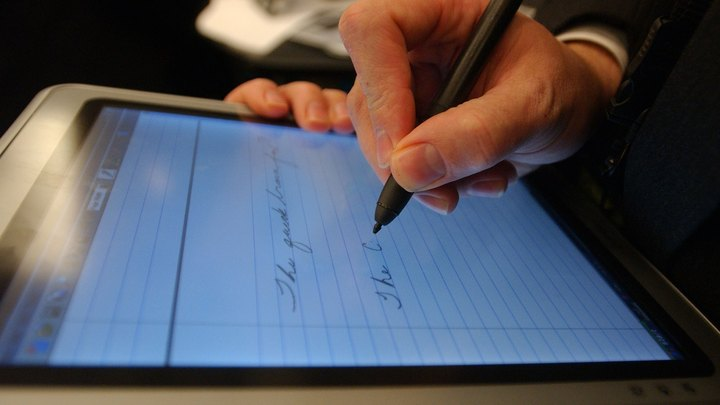 Laptops and external monitors have fixed physical orientations, so you rarely need to rotate their screens. Tablet PCs, however, can work equally well in portrait or landscape mode, so you may frequently switch between screen orientations. For example, you might keep the screen in landscape mode when you need to use the onscreen keyboard, but switch to portrait mode when using the pen to take take notes at a business meeting.