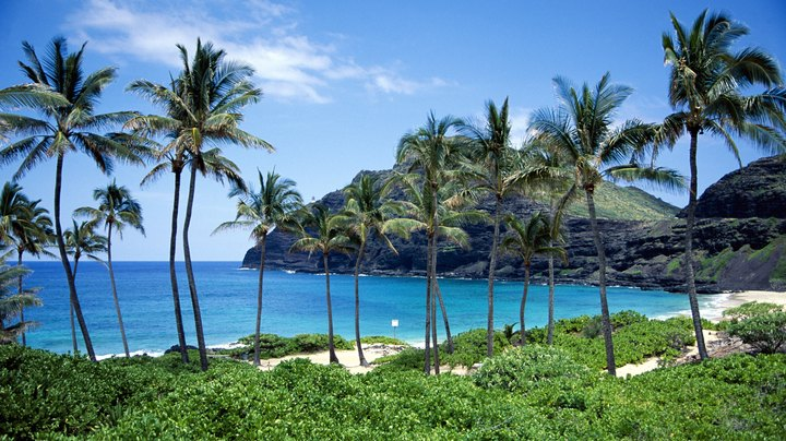 The Hawaiian islands are notoriously expensive, and travelers from the mainland United States shell out big bucks for plane tickets, tours and condo stays. Tourists with flexible schedules can save money by traveling in the off-season, when demand and prices are lower. Hawaii has spectacular weather year-round, so off-season travelers won't have to sacrifice their sunshine.