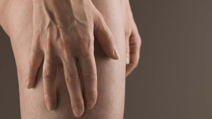 If you work out, chances are you've experienced thigh soreness. According to Martin P. Schwellnus, M.D., most athletes are afflicted with various levels of leg cramping -- including 39 percent of marathoners and 79 percent of triathletes. Thigh tightness is not a lost cause, though. Home remedies are usually enough to relieve the pain.
