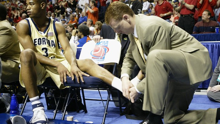 Taping your ankles for basketball requires practice. Doing it properly can be the difference between sustaining and avoiding an injury. If you need to tape your ankles, it is best to have someone help you, but it can be done on your own.