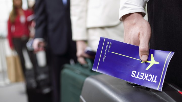 The Fair Labor Standards Act carries no requirement for privately owned companies to provide per diem pay. Despite that, many companies offer this benefit to employees who travel in order to retain a qualified workforce. Companies that choose to provide this benefit should clearly outline the payment policy and provide all employees access to the policy.