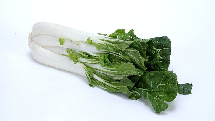 Bok choy, a relative of cabbage, broccoli and kale, makes up an important part of Chinese cuisine. Its mild flavor allows it to blend well with other vegetables and fruits, and its high water content makes for easy juicing. Each cup of fresh bok choy juice counts as a cup of vegetables under U.S. Department of Agriculture guidelines, and the juice contains a number of essential minerals and vitamins that benefit your health.