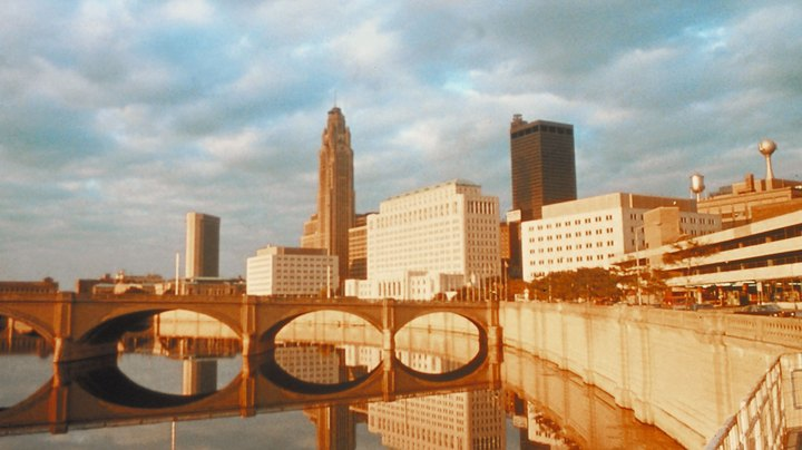 Located in central Ohio, the city of Columbus is less than an hour from more than a dozen state parks that offer hundreds of campsites, mile after mile of hiking trails and some of the best fishing in the region. Due to their proximity to the city, some Columbus area state parks are among the most popular outdoor attractions in central Ohio, but visitors who want to get off the beaten path can also find peace and quiet in some of the area's smaller and less crowded parks.