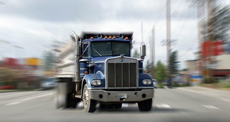 La conducción de un camión de volteo es un trabajo especializado que debes encontrar si buscas en los lugares adecuados.