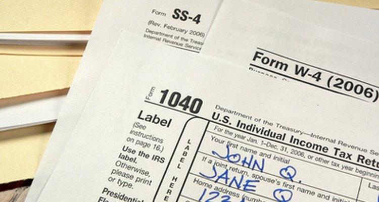 Presentar tu declaración de impuestos por vía electrónica puede ser más eficiente que la de completar los formularios escritos a mano.
