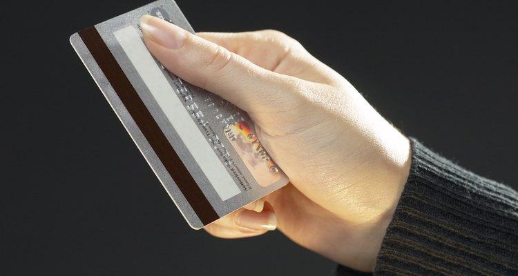 Los números de emisión de la tarjeta Visa se pueden encontrar en la parte posterior de la misma.