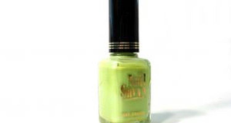 Haz el esmalte de uñas más verde entre los verdes.