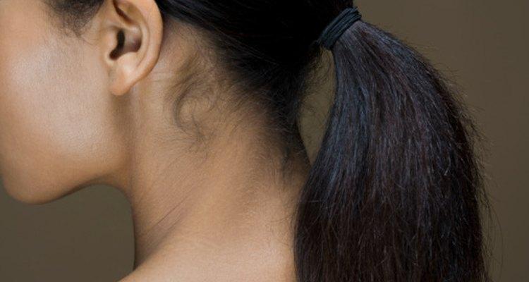 El aceie de oliva puede afectar algunos de los problemas involucrados con que el cabello vuelva a crecer.