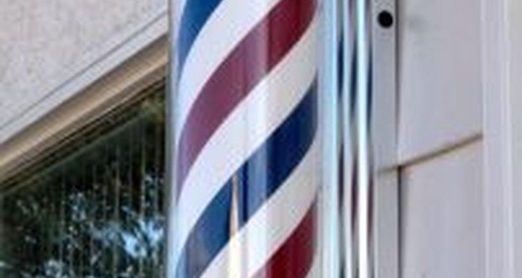 La escuela de peluqueros requiere de al menos 1.500 horas de estudio.