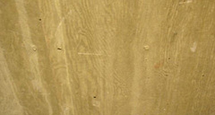 Granos de madera en el hormigón.