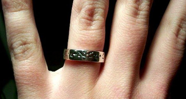 Crea un recuerdo al entregar el anillo de compromiso.