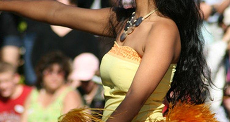 Las faldas de hierba son un elemento esencial en el hula.